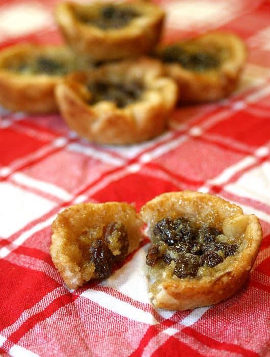 Butter tart with raisins