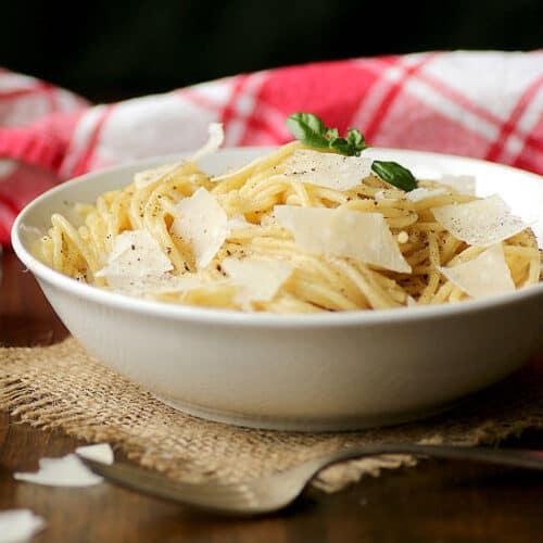 Cacio e Pepe - Spaghetti with Black Pepper and Cheese