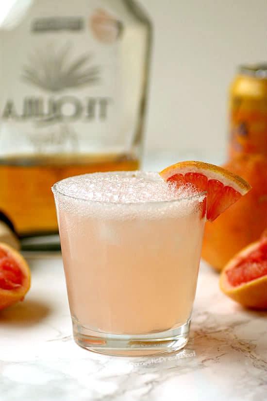Refreshing Grapefruit Paloma Cocktail