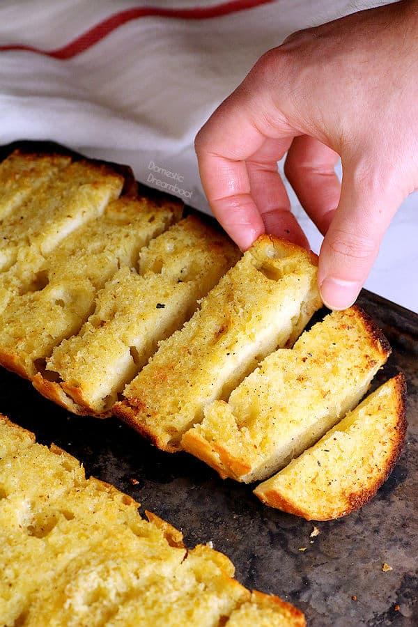 Best Ever Garlic Bread - Domestic Dreamboat #garlicbread #vegetarian #garlic