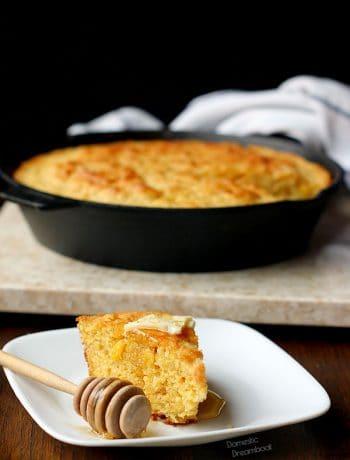 Browned Butter Skillet Cornbread - Domestic Dreamboat #cornbread #brownedbutter
